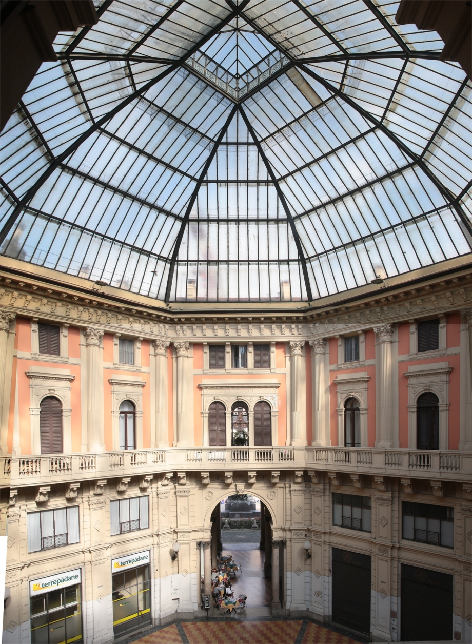 Galleria Arnaboldi - the Dome inside